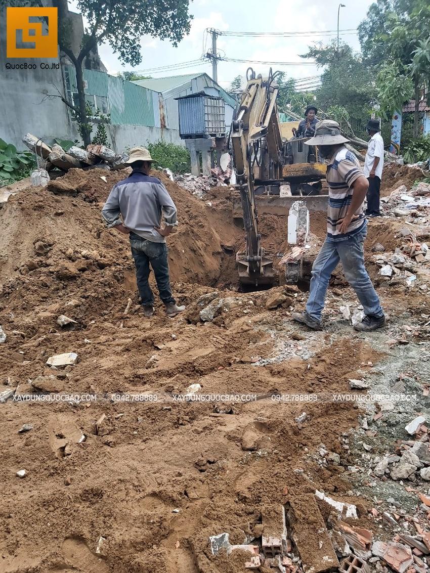 Xe cuốc đào móng biệt thự